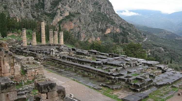 The_Temple_of_Apollo_at_Delphi_4
