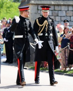 Britain's Prince Harry, Duke of Sussex, (L) arrives with his best man Prince William, Duke of Cambridge, (R) at St George's Chapel, Windsor Castle, in Windsor, on May 19, 2018 for his wedding ceremony to marry US actress Meghan Markle. / AFP PHOTO / POOL / Gareth Fuller