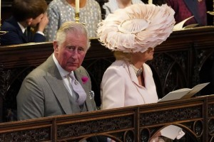 Britain's Prince Charles, Prince of Wales and Britain's Camilla, Duchess of Cornwall wait in the chapel for the wedding ceremony of Britain's Prince Harry, Duke of Sussex and US actress Meghan Markle in St George's Chapel, Windsor Castle, in Windsor, on May 19, 2018. / AFP PHOTO / POOL / Jonathan Brady