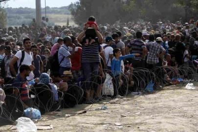 illergal-migrants-at-bored-between-greece-and-fyrom
