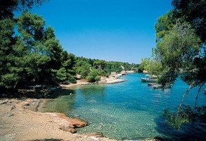 agii-anargyroi-beach-spetses-greece-hip-696x478