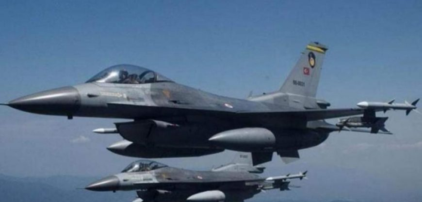 Greek and Turkish F16 fighter jets engage in dog fights over Aegean